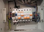Выбивает дифавтомат при включении – Почему выбивает дифавтомат при подключении заземления люстры?