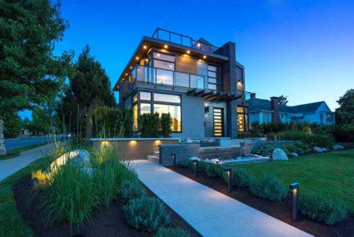 Освещение во дворе – Освещение двора частного дома: 100 лучших фото